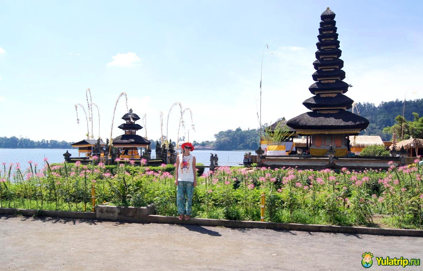 Храм Пура Улун Дану на озере Братан Бали