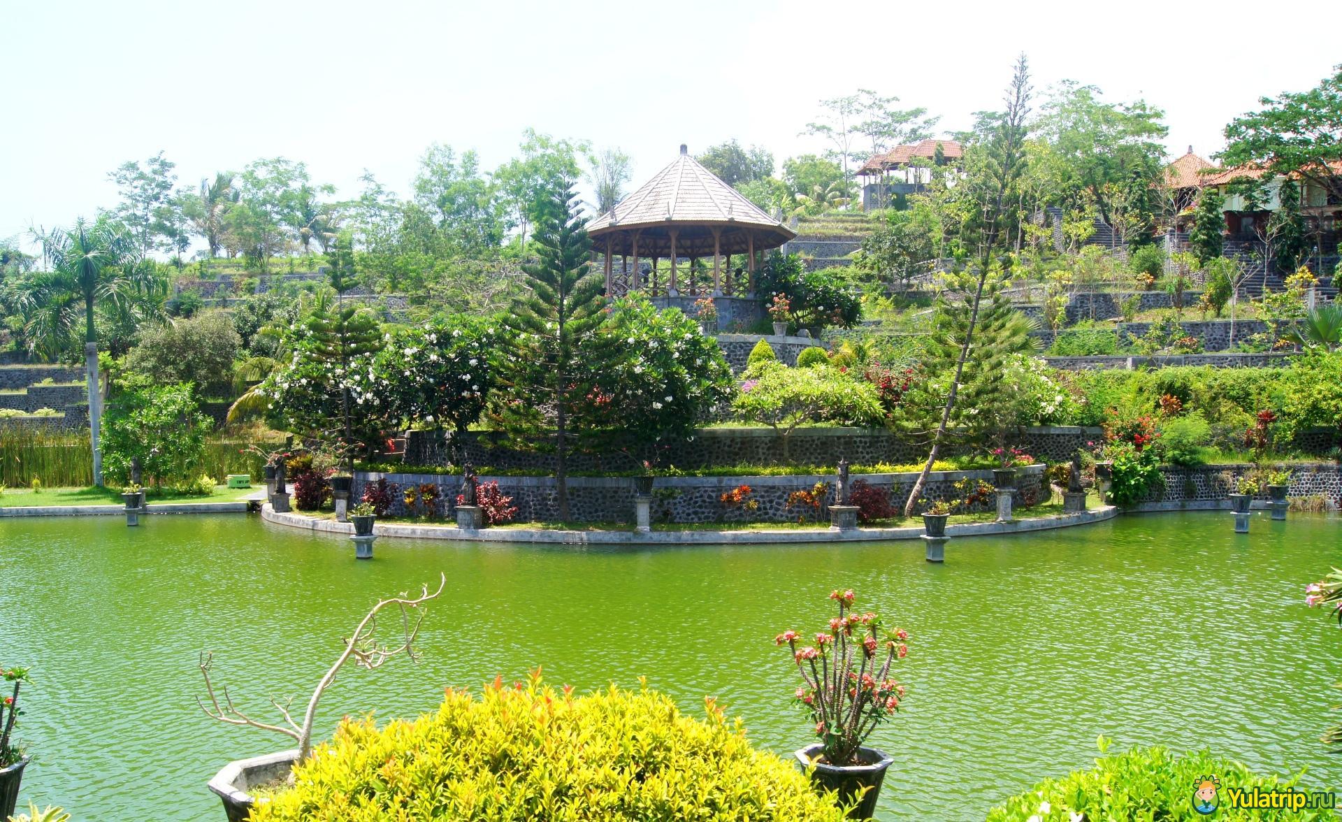 таман уджунг водный дворец бали